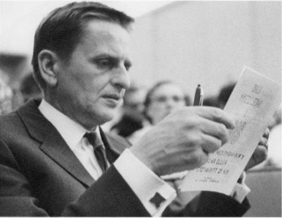 Olof Palme läser bis
