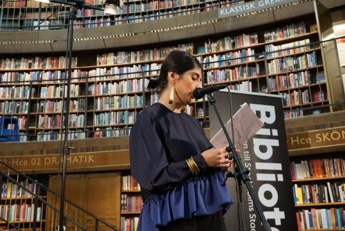 Balsam Karam läser på Stockholm stadsbibliotek