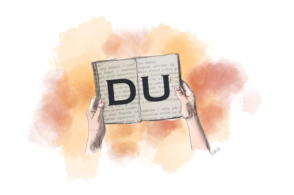 """Händer som håller en bok med texten """"DU""""."""