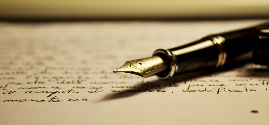 Ett papper med text och en penna.